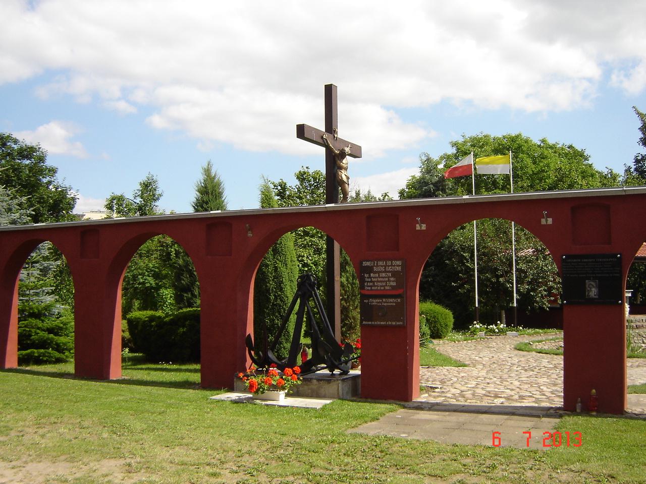 Kolumny -miejsce dla tablicy kmdr.R.Kanafoyskiego.
