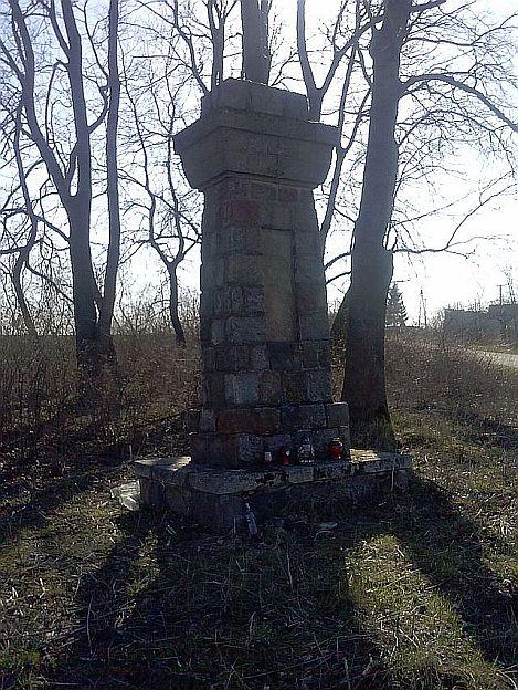 Obelisk Luszyn-Kaczkowizna2