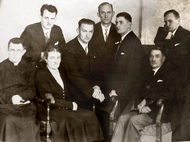 Drugi od lewej Franciszek Witaszek.
